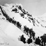 prospectors-climbing-the-chilkoot-pass-during-the-klondike-gold-rush_i-G-29-2949-QIURD00Z